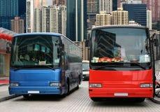 vänta för bussturister Arkivbild