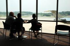 vänta för flygplats Arkivfoto