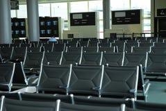 vänta för flygplatskorridor Royaltyfria Bilder