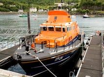 vänta för lifeboat Arkivfoton