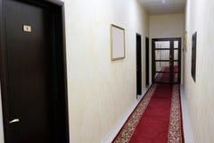 vänta för lokal för bild för korridor 3d inre Arkivbilder