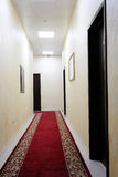 vänta för lokal för bild för korridor 3d inre Arkivbild