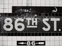 Vänta på den 86th sten NYC royaltyfri foto