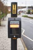Vänta signalen på en typisk övergångsställe i UK Arkivfoton