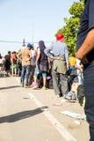 Väntande linje av flyktingar i Tovarnik Royaltyfri Fotografi