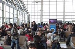 Väntande område för flygplats royaltyfria bilder