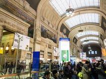 Väntande område för Milano Centrale järnvägsstation royaltyfri foto