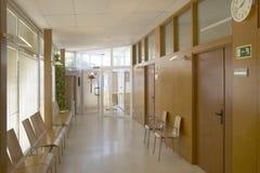 Väntande område för offentlig byggnad Korridor för vård- mitt inget fotografering för bildbyråer