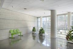 Väntande område för offentlig byggnad Manipulerar kontoret med möblemang inget arkivbilder
