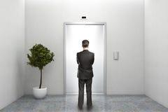 Väntande på hiss för affärsman Arkivbild