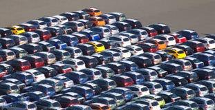 Väntande på import för ny japansk bil arkivbild