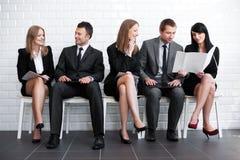 Väntande på jobbintervju för folk Royaltyfria Bilder
