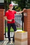 Väntande på kund för leveransgrabb arkivfoton