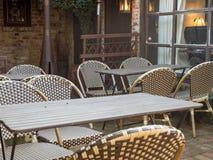 Väntande på kunder för utomhus- restaurang Royaltyfria Bilder