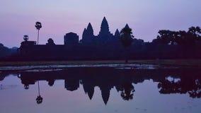 Väntande på soluppgång, Angkor Wat, Cambodja royaltyfri bild