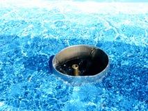 väntande vatten Arkivbild