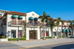 Värd aveny i lyxig Palm Beach, Florida arkivfoton