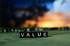 Värde på träkvarter Kors bearbetad bild med bokehbakgrund fotografering för bildbyråer
