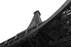 Värld mest berömd gränsmärkeEiffeltorn i Paris Frankrike under soluppgång inga personer i bild royaltyfri fotografi