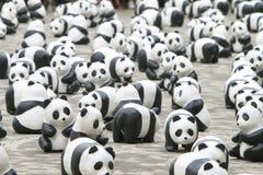 Världen för 1600 pandor turnerar i Hong Kong Arkivbilder
