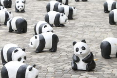Världen för 1600 pandor turnerar i Hong Kong Arkivfoto