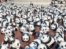 Världen turnerar 1600 pandor i Bangkok Arkivfoton