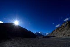 Världens högsta maximum Mount Everest i Tibet arkivbilder