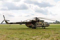 Världs`en s mest förhärskande tvilling--motor helikopter Mi-8 på i Arkivbilder