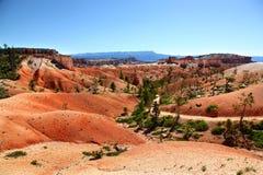Världsfrämmande landskap längs slinga för drottning` s i Bryce Canyon National Park Arkivbild