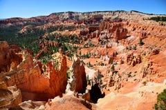 Världsfrämmande landskap längs slinga för drottning` s i Bryce Canyon National Park arkivfoto