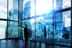 Världskarta för dubbel exponering Begrepp för global affär och finansmarknad arkivbild