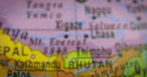 Världskarta med den Bangladesh landsöversikten lager videofilmer