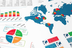 Världskarta med diagram, grafer och diagram Royaltyfri Foto