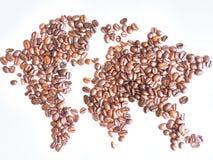 Världskarta som är ordnad från bruna kaffebönor Royaltyfri Fotografi