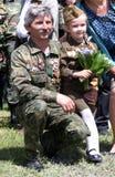 Världskrig II Vetrans ankommer på den Chisinau minnesmärken Royaltyfri Foto