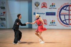 Världsmästerskapet på akrobatiskt vaggar - och - rulle Arkivbild