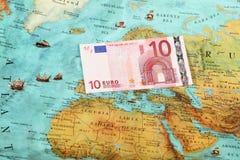 Världspengar, värld kartlägger, pengaröverföringen Royaltyfri Fotografi