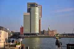 Världsportmitt, en skyskrapa för 33 våning som inhyser porten av Rotterdam myndighet Arkivfoto