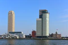 Världsportmitt, en skyskrapa för 33 våning som inhyser porten av Rotterdam myndighet Royaltyfri Foto