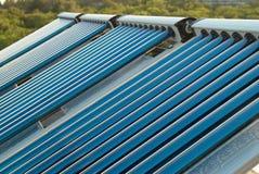 värmande upp sol- systemvakuumvatten Arkivfoton