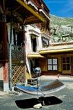 värmande upp sol- tibet arkivfoto