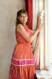 värme fönsterkvinnan Fotografering för Bildbyråer