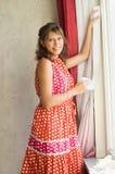 värme fönsterkvinnan Arkivbild