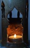Värme flammor i vår stearinljus Arkivbilder