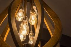 Värme lampan för den ljusa kulan för signalen dekorativt med väggrumguling arkivfoton