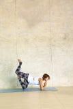 Värme signalen av kvinnan som gör yoga Fotografering för Bildbyråer
