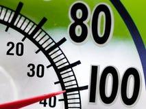 Värmebölja 100 grad fönstertermometer Arkivfoton