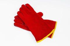 Värmebeständiga säkerhetshandskar för rött läder för welders Royaltyfri Fotografi