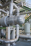 Värmeexchanger i raffinaderiväxt Arkivfoton