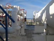 Värmeexchangers i en raffinaderi Arkivfoton